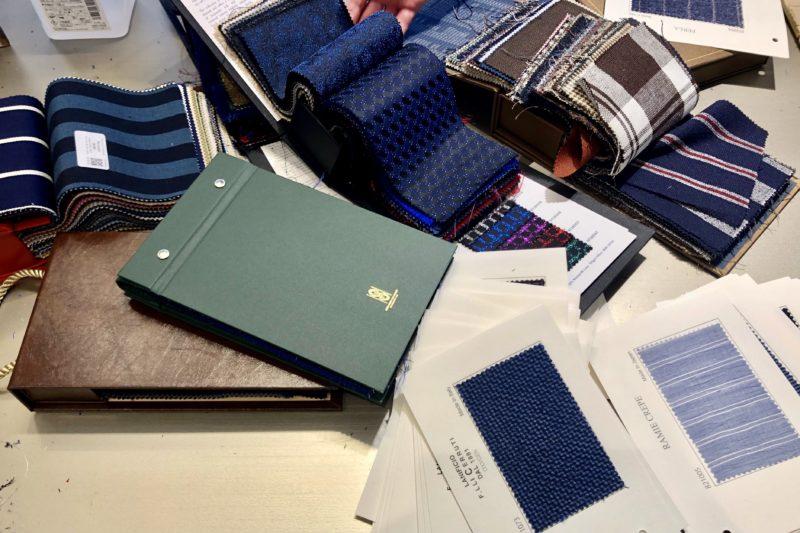 オーダースーツ専門日高洋服店が事務所1階におります。